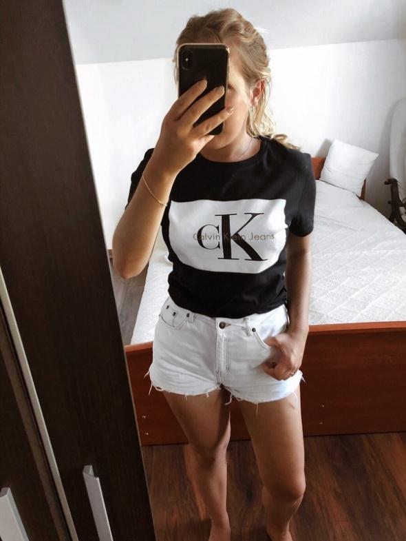 Nowy Tshirt Calvin Klein oryginalny...