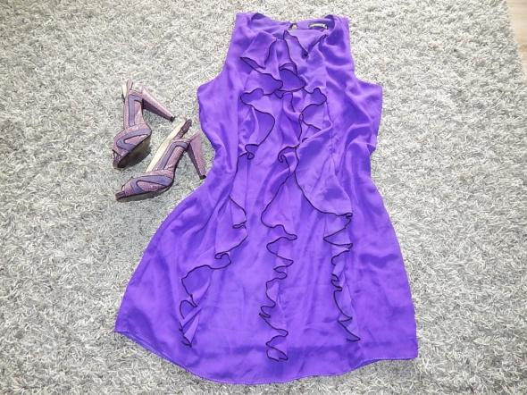 fioletowa sukieneczka...