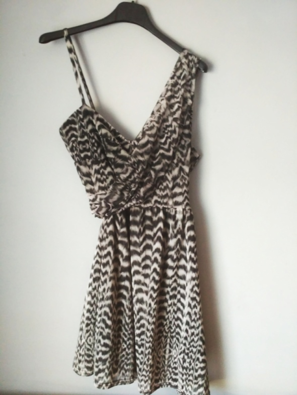 Sukienka w panterkę 38...
