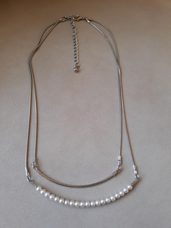 Naszyjnik z dwoma łańcuszkami perełki...