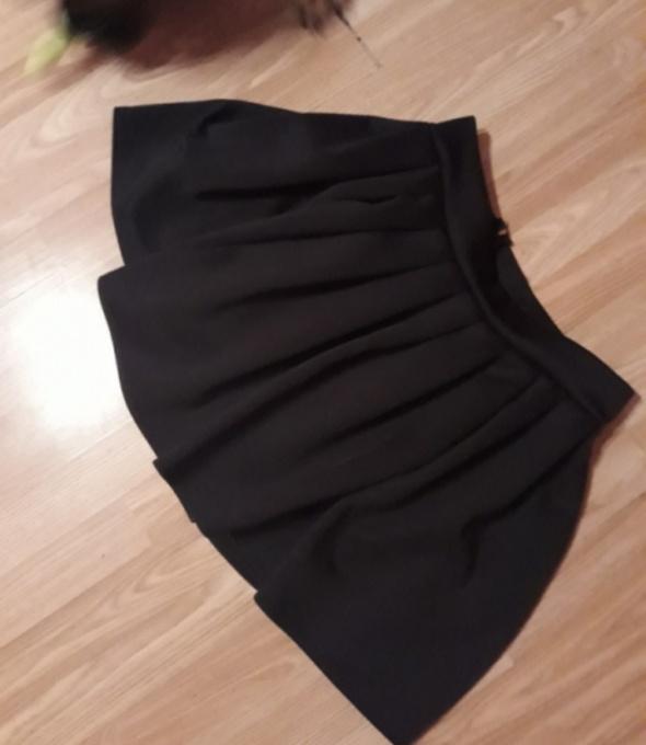 Spódniczka mini rozkloszowana czarna...