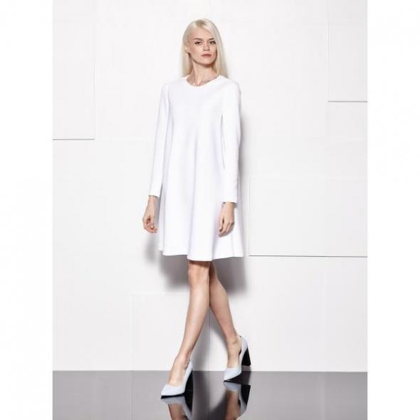 Mohito biała sukienka trapezowa z długimi rękawami srebrny zamek XS oversize w stylu La Mania