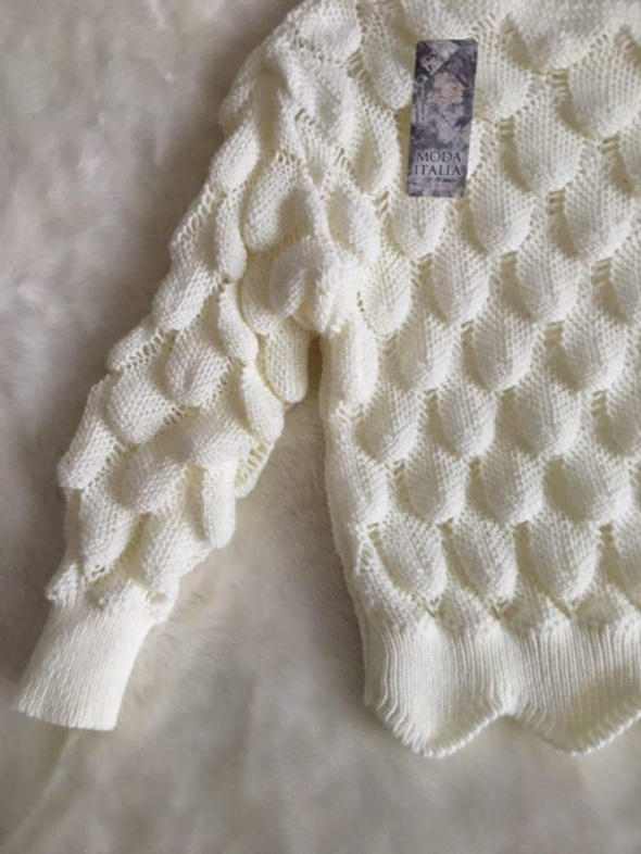 Śliczny sweterek