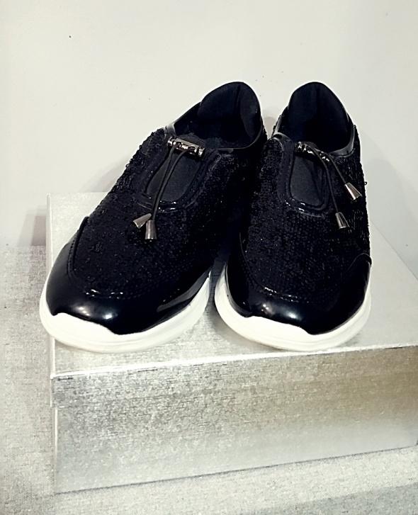 Czarne buty typu sneakers z cekinami