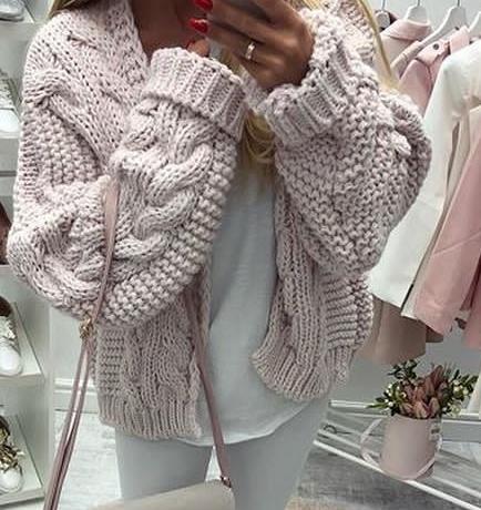 Pudrowo różowy sweter