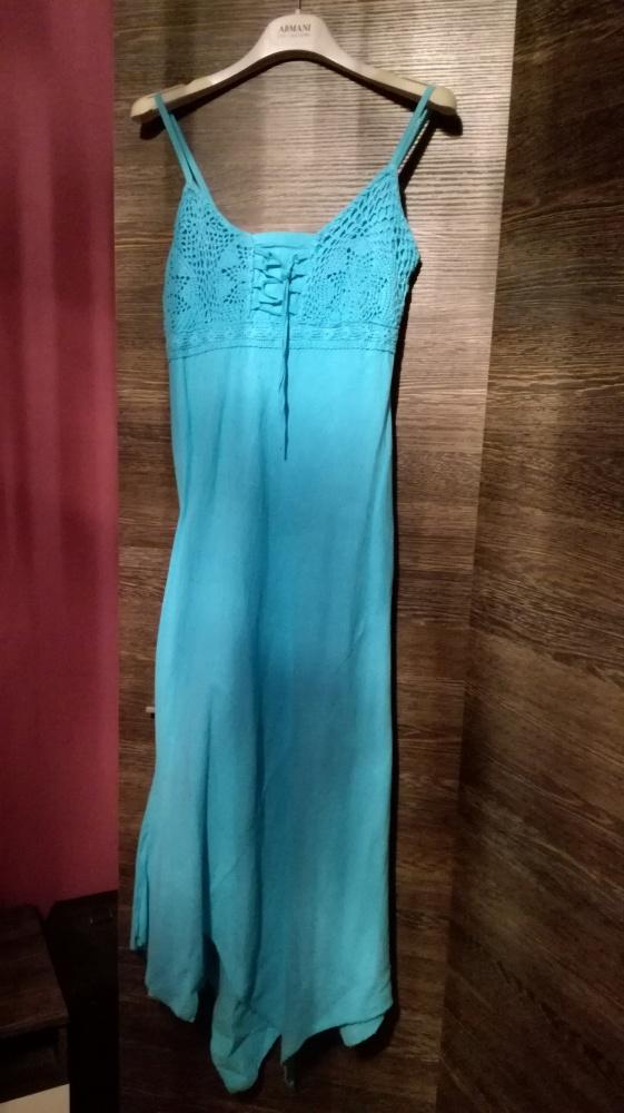 Błękitna niebieska sukienka