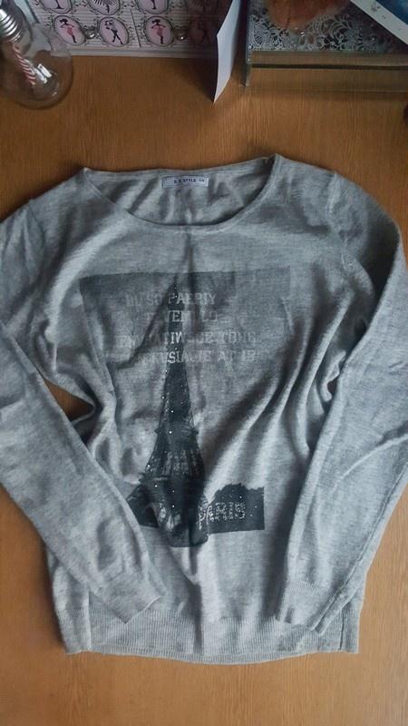Nowy cieply sweter z wieza Eiffla...