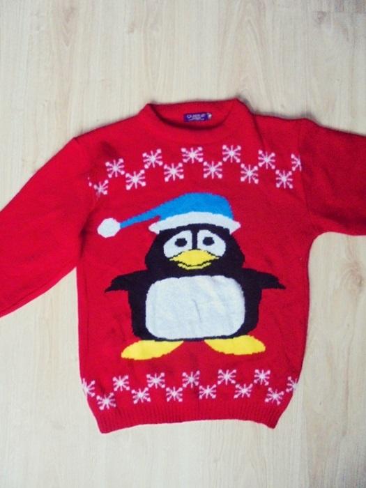 sweterek czerwony pingwinek S
