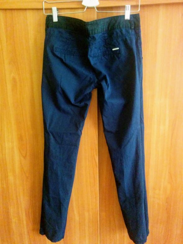 Granatowe spodnie Bereshka...