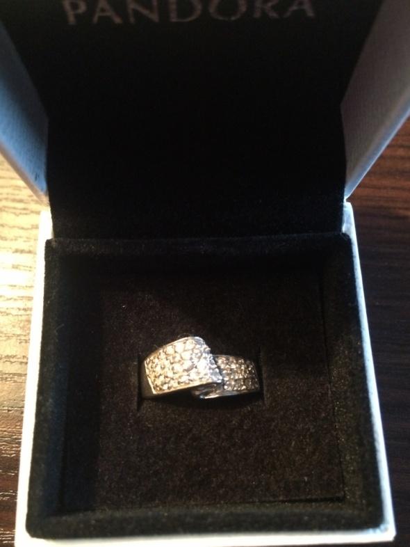 Srebrny pierścionek Apart cyrkonie srebro