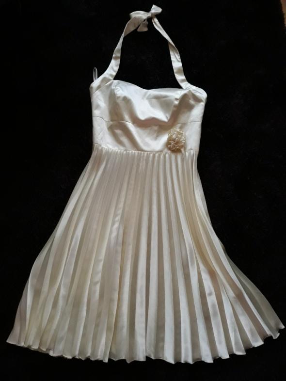 Plisowana sukienka z satyny