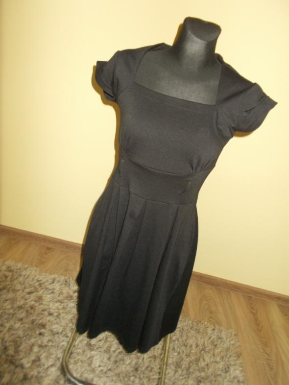 Klasyczna dzianinowa sukienka S