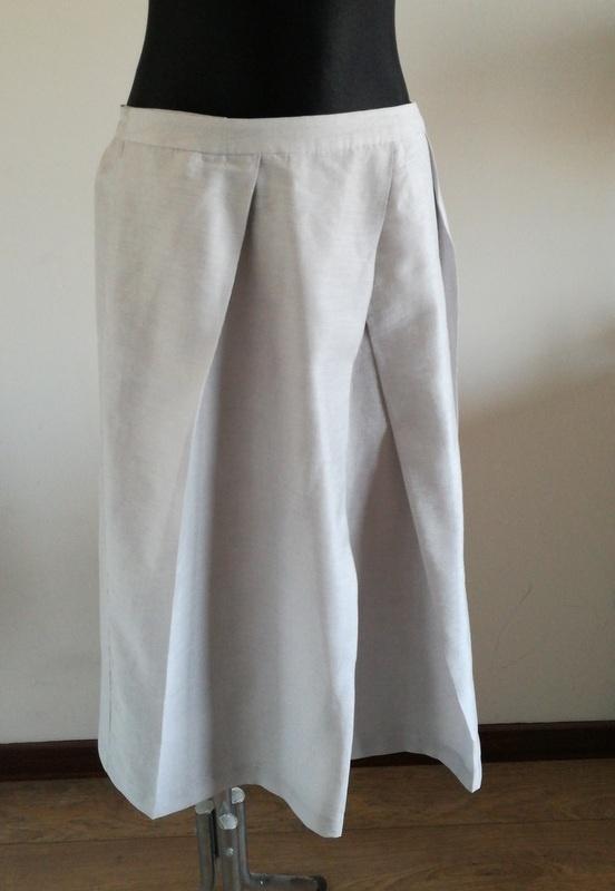 Spódnice Rozkloszowana spódnica z kieszeniami 16 44