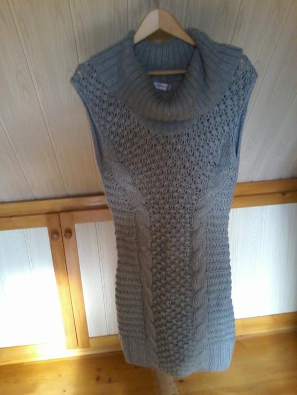 Sukienka trykotażowa...