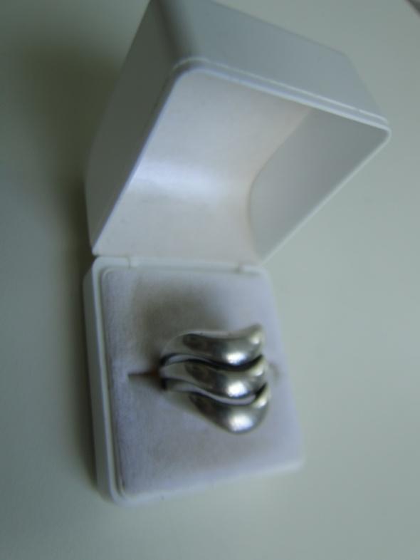 Solidny ciekawy pierścień srebro 925