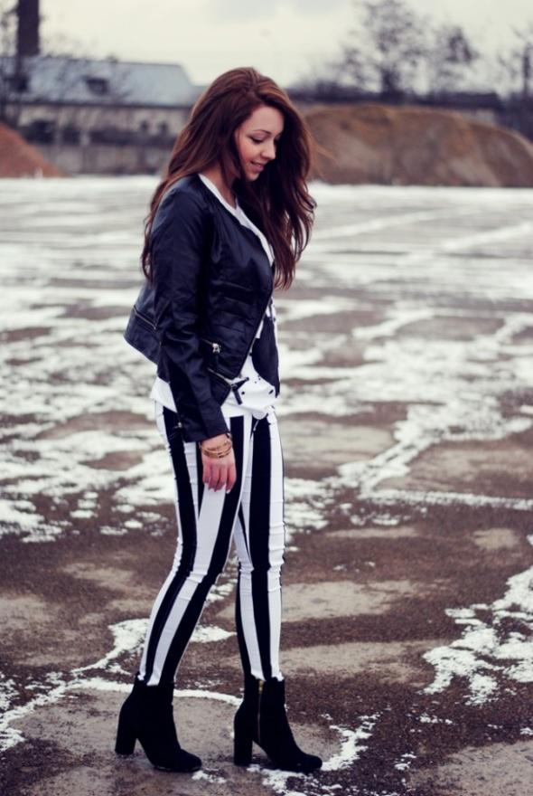 Biało czarne spodnie w paski Motel Rocks S...
