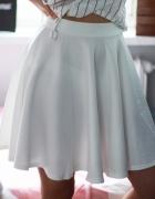 Biała spódnica rozkloszowana S M Megz...