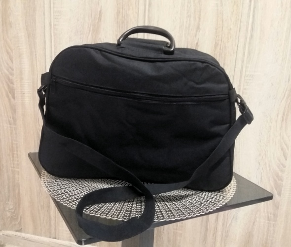 torba na laptop czarna listonoszka