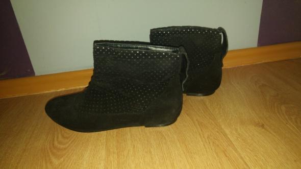 Czarne ażurowe botki na płaskim