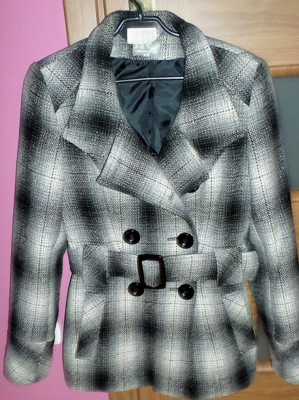 Wełniany płaszcz w kartkę z paskiem zimowy S