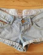 jasne jeansowe spodenki szorty river island...