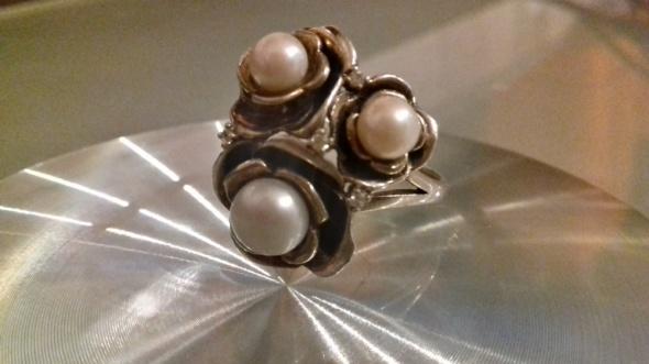 Srebro motyw kwiatowy prawdziwe perły