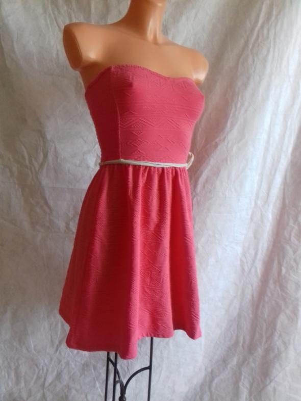 Różowa sukienka Bershka S