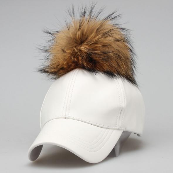 Biała czapka eko skóra futerko
