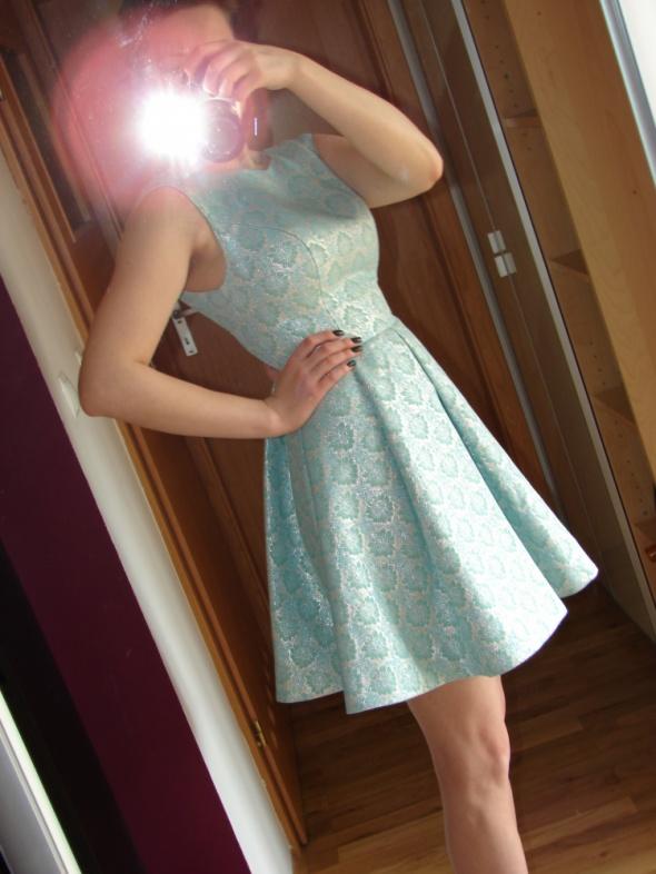 rozkloszowana niebieska sukienka Pretty Girl...
