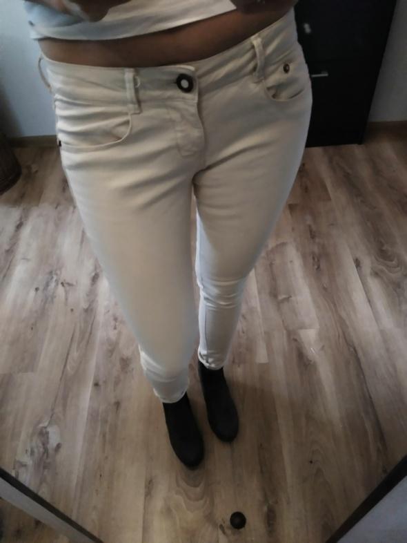 Spodnie bershka biodrowki r 38 40...