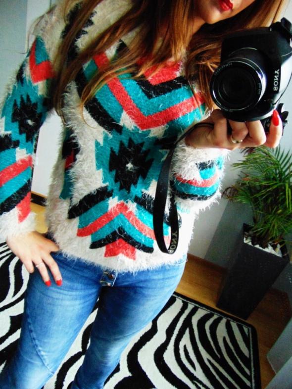Kolorowy sweter Parisian One Size włochacz