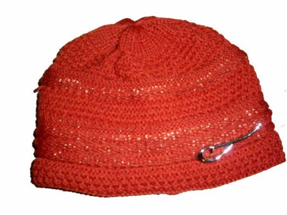 Śliczna ruda pomarańczowa czapka