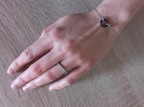 Srebrna obrączka wysadzana cyrkoniami wokół 17 mm