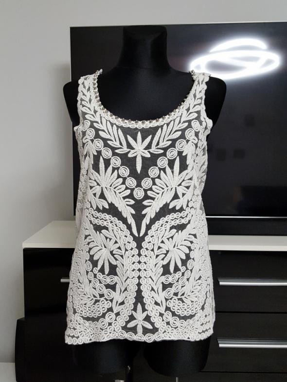 haftowana biała bluzka z dzetami