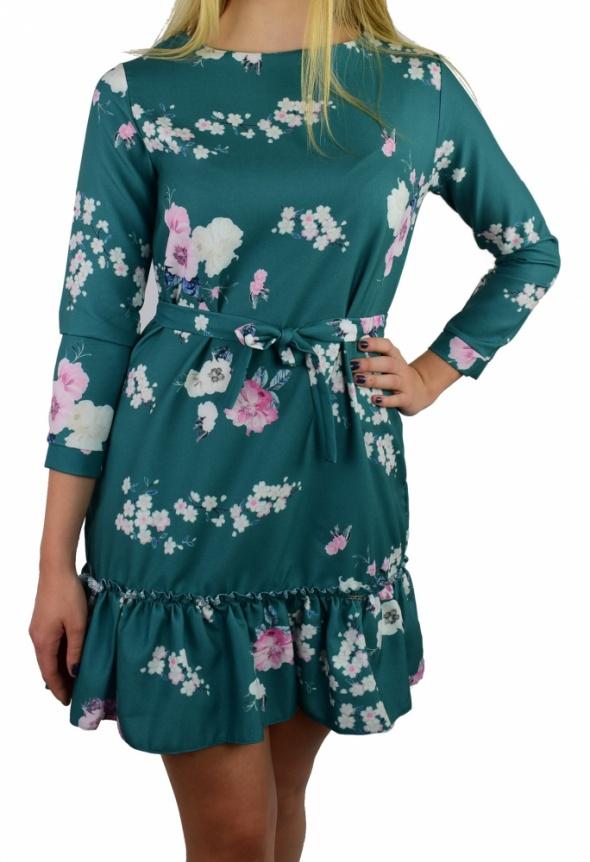 Sukienka w kwity z falbaną rękaw S...