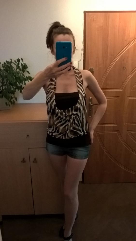Top z odkrytymi plecami