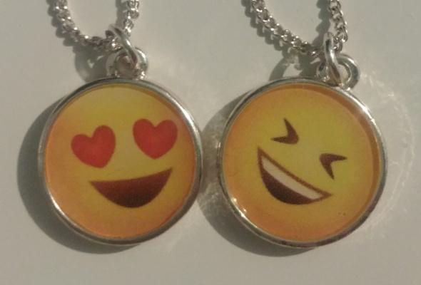 Srebrny łańcuszek z zawieszką emoji 2 sztuki NOWE