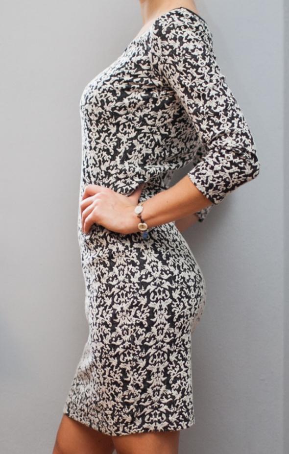 Piękna sukienka dopasowana i elegancka...