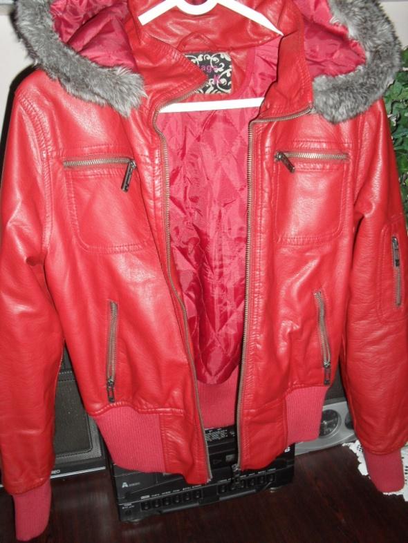czerwona kurtka z kapturem roz L