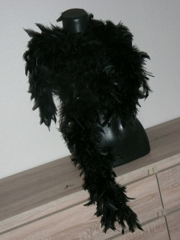 czarne boa z piór