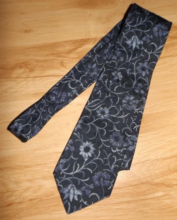Jedwabny włoski krawat w kwiaty