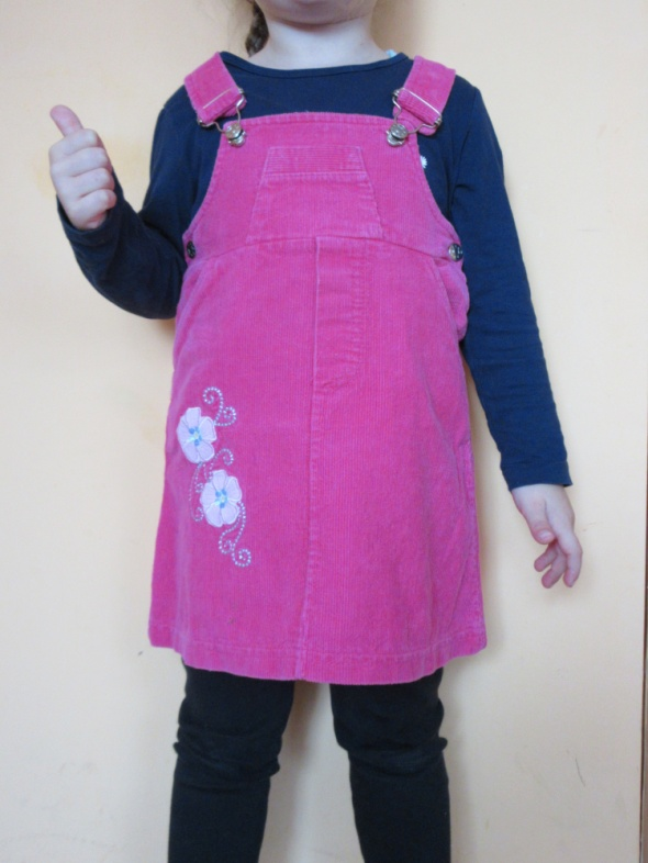 Sztruksowa sukienka ogrodniczka roz ok 104
