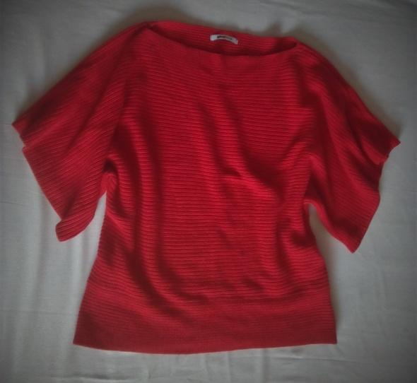 czerwony sweterek na krótki rękawek...
