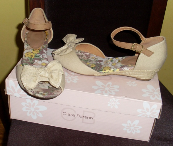 Nowe sandały Clara Barson kokardka beżowe 245 cm
