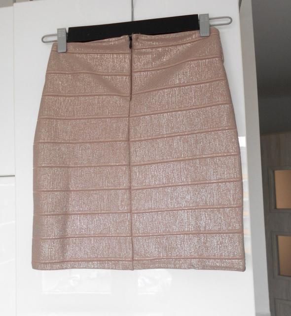 Boohoo nowa spódniczka bodycon metaliczna pudrowa mini