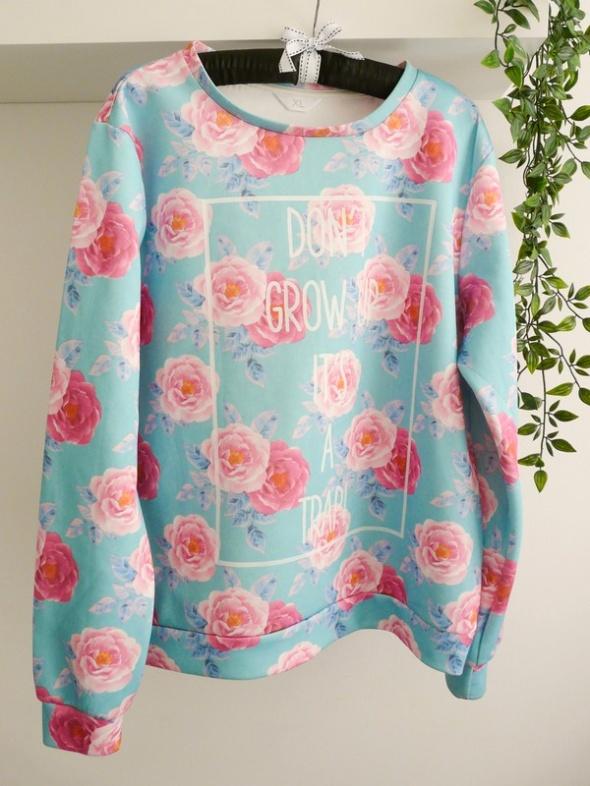 kolorowa bluza z napisem