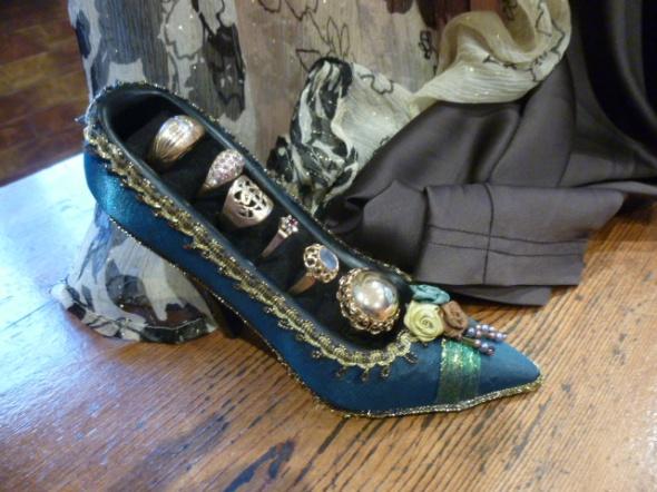 Pantofelek bucik na biżuterię