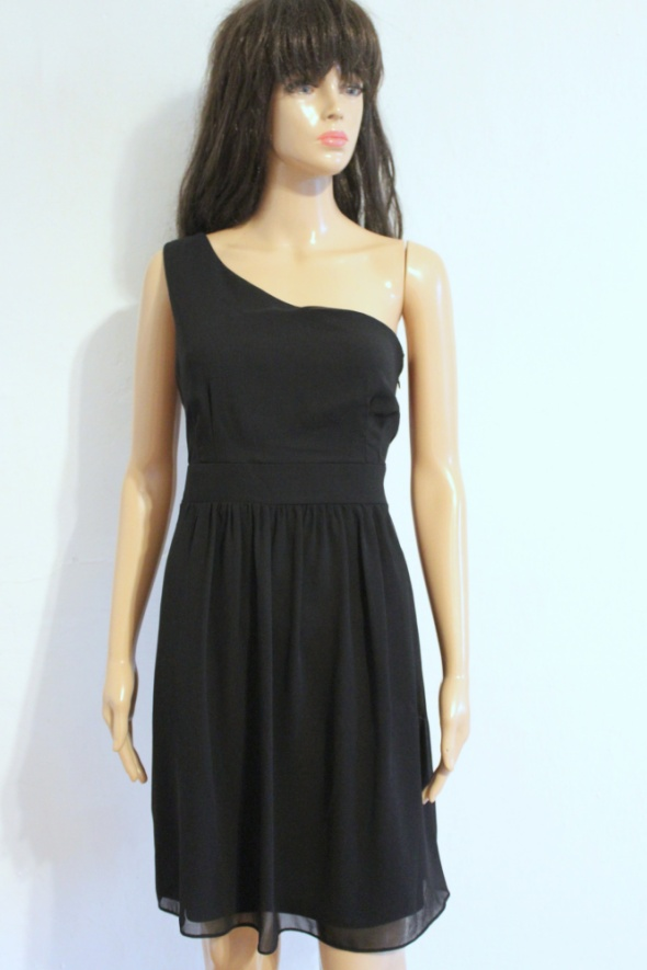 Czarna sukienka na jedno ramię r M...