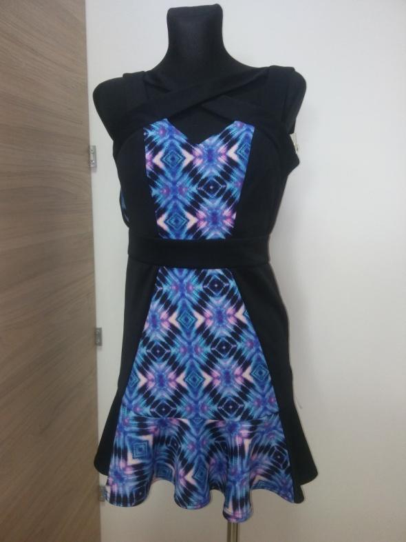 Sukienka z falbanka