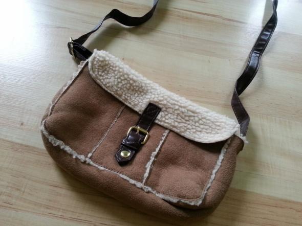 Mała torebka z kożuszkiem...